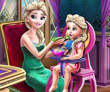 Elsa Bebeğini Doyuruyor